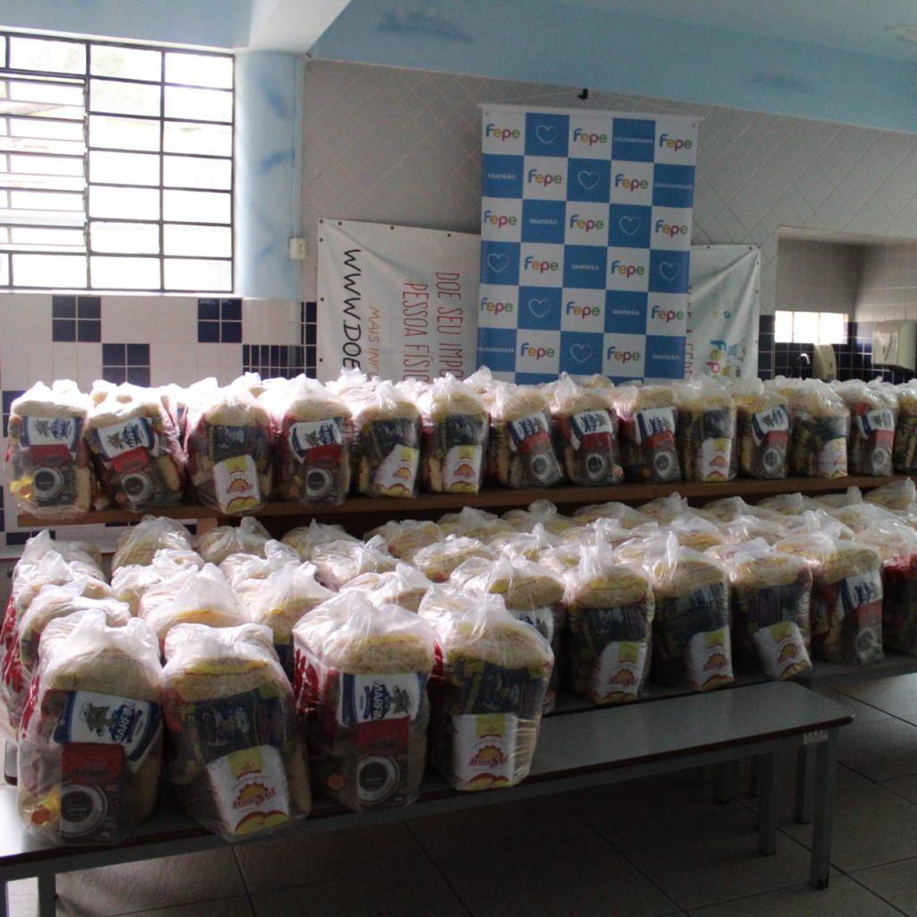 Fepe realiza entrega de mais de 16 toneladas de alimentos para as famílias dos alunos da Escola Ecumênica